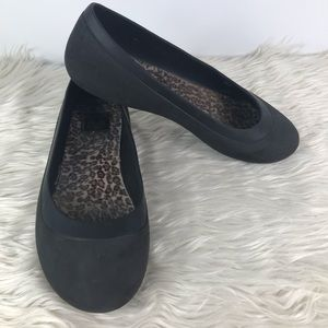 Crocs black ballet slip on flats w/ fur sole sz 10